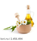 Купить «Деревянная ступка и масло», фото № 2456494, снято 16 июня 2010 г. (c) Величко Микола / Фотобанк Лори