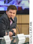 Купить «Журналист Дмитрий Губерниев», эксклюзивное фото № 2457446, снято 7 апреля 2011 г. (c) Дмитрий Неумоин / Фотобанк Лори