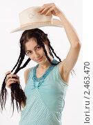 Купить «Девушка в шляпе», фото № 2463470, снято 16 января 2011 г. (c) Михаил Мандрыгин / Фотобанк Лори
