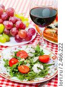 Купить «Итальянская кухня - вино, виноград, пицца и салат», фото № 2466222, снято 8 апреля 2011 г. (c) ElenArt / Фотобанк Лори