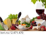 Купить «Сыр и красное вино», фото № 2471470, снято 17 июля 2018 г. (c) Marina Appel / Фотобанк Лори