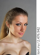 Купить «Портрет  девушки на сером  фоне», фото № 2476942, снято 12 февраля 2011 г. (c) Черников Роман / Фотобанк Лори