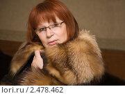 Женщина средних лет с рыжими волосами в мехах. Стоковое фото, фотограф Ольга Шевченко / Фотобанк Лори