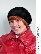 Купить «Портрет улыбающейся женщины в берете», эксклюзивное фото № 2479194, снято 17 апреля 2011 г. (c) Анна Мартынова / Фотобанк Лори