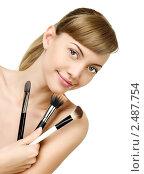 Девушка наносит макияж. Стоковое фото, фотограф ingret (Ира Бачинская) / Фотобанк Лори