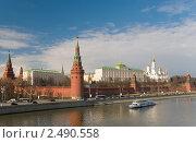 Купить «Московский Кремль. Кремлёвская набережная, Москва-река», фото № 2490558, снято 15 апреля 2011 г. (c) Pukhov K / Фотобанк Лори