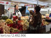 Купить «Москва, Черёмушкинский рынок», эксклюзивное фото № 2492906, снято 11 декабря 2010 г. (c) Дмитрий Неумоин / Фотобанк Лори