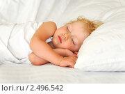 Малыш спит в постели. Стоковое фото, фотограф Иван Полушкин / Фотобанк Лори