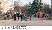 Купить «Москва. Бульвар генерала Карбышева. Вечером в сквере», эксклюзивное фото № 2498770, снято 25 апреля 2011 г. (c) Сергей Соболев / Фотобанк Лори