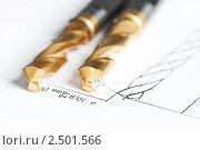 Купить «Металлические сверла на чертеже», фото № 2501566, снято 21 октября 2018 г. (c) Дмитрий Калиновский / Фотобанк Лори