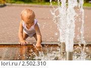 Купить «Ребёнок у фонтана», фото № 2502310, снято 17 августа 2008 г. (c) BestPhotoStudio / Фотобанк Лори