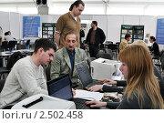 Купить «Ярмарка вакансий», эксклюзивное фото № 2502458, снято 28 апреля 2011 г. (c) Анна Мартынова / Фотобанк Лори