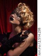 Купить «Блондинка с бокалом в ретростиле», фото № 2514298, снято 19 февраля 2011 г. (c) Сергей Новиков / Фотобанк Лори