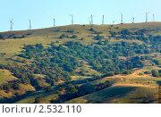 Ветряки на хребте. Меганом, Крым (2010 год). Стоковое фото, фотограф Юрий Брыкайло / Фотобанк Лори