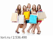 Купить «Пять девушек с покупками приседают и радостно кричат», фото № 2536490, снято 2 апреля 2011 г. (c) Raev Denis / Фотобанк Лори