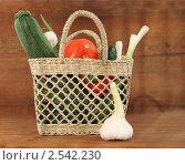 Купить «Корзина с овощами», фото № 2542230, снято 19 мая 2011 г. (c) Дарья Петренко / Фотобанк Лори