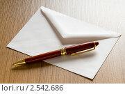 Купить «Конверт с ручкой», фото № 2542686, снято 28 мая 2020 г. (c) Elnur / Фотобанк Лори