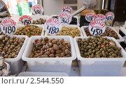 Купить «Оливки на рынке в Испании», фото № 2544550, снято 7 апреля 2011 г. (c) Яков Филимонов / Фотобанк Лори