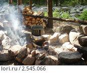 Купить «Приготовление пищи на костре», фото № 2545066, снято 24 июля 2010 г. (c) елена прекрасна / Фотобанк Лори