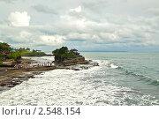 "Храм на воде ""Танах Лот"". Бали, Индонезия. Стоковое фото, фотограф Ольга Дудина / Фотобанк Лори"