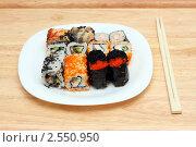 Суши и роллы - японская кухня. Стоковое фото, фотограф Михаил Коханчиков / Фотобанк Лори