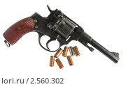 Купить «Пистолет Наган с патронами», эксклюзивное фото № 2560302, снято 24 апреля 2011 г. (c) Анатолий Матвейчук / Фотобанк Лори
