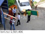 Переезд в другую квартиру: перевозим мебель (2011 год). Редакционное фото, фотограф Анна Мартынова / Фотобанк Лори