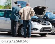 Купить «Инспектор ГИБДД составляет протокол», эксклюзивное фото № 2568646, снято 10 мая 2011 г. (c) Игорь Низов / Фотобанк Лори