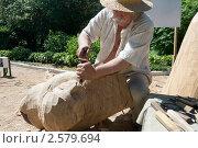 Купить «Скульптор создает скульптуру из дерева», фото № 2579694, снято 3 июня 2011 г. (c) Наталья Гарячая / Фотобанк Лори