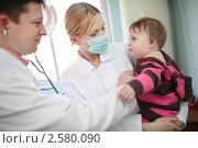 Купить «Доктор осматривает ребенка», фото № 2580090, снято 1 мая 2011 г. (c) Константин Сутягин / Фотобанк Лори