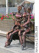 Купить «Влюбленные роботы на улице Зацепский Вал. Москва», эксклюзивное фото № 2585394, снято 9 июня 2011 г. (c) Валерия Попова / Фотобанк Лори