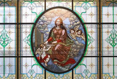 Витраж с изображением святой Цецилии в фойе Большого зала Московской консерватории
