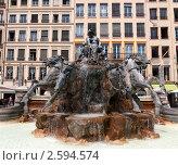 Купить «Фонтан на площади Лиона, Франция», фото № 2594574, снято 24 мая 2011 г. (c) Алексей Зарубин / Фотобанк Лори