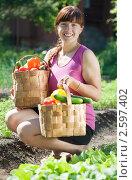 Купить «Девушка с овощами  в саду», фото № 2597402, снято 12 июня 2011 г. (c) Яков Филимонов / Фотобанк Лори