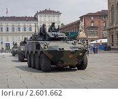 Купить «Колонна бронетехники на параде в Турине, посвященному празднованию 150-летия объединения Италии», фото № 2601662, снято 3 мая 2011 г. (c) GrayFox / Фотобанк Лори