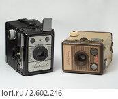 Купить «Камеры Coronet Ambassador и Kodak Brownie Flash IV», фото № 2602246, снято 5 декабря 2010 г. (c) Валерий Плоскирев / Фотобанк Лори