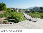 Вид на Городской стадион с Аллеи влюблённых. Степанакерт.  Нагорный Карабах (2011 год). Стоковое фото, фотограф E. O. / Фотобанк Лори