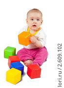 Купить «Малыш играет с кубиками», фото № 2609102, снято 1 апреля 2011 г. (c) Яков Филимонов / Фотобанк Лори
