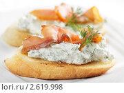 Купить «Брускетта с сыром и лососем», фото № 2619998, снято 22 марта 2011 г. (c) Stockphoto / Фотобанк Лори