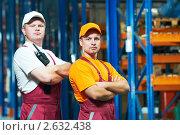 Купить «Рабочие на складе», фото № 2632438, снято 15 сентября 2019 г. (c) Дмитрий Калиновский / Фотобанк Лори