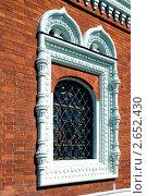 Старинное окно с декоративной решёткой. Стоковое фото, фотограф Артем Кудрявцев / Фотобанк Лори