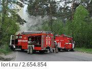Купить «Развёртывание пожарной техники на лесной дороге», эксклюзивное фото № 2654854, снято 25 мая 2011 г. (c) Free Wind / Фотобанк Лори