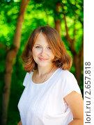 Купить «Молодая женщина в белой блузке», фото № 2657818, снято 16 июня 2011 г. (c) Анна Лурье / Фотобанк Лори