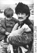 Чечня до войны. Чабан Магдан Батыров с сыном Аинди. Редакционное фото, фотограф Артур Батчаев / Фотобанк Лори