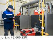 Купить «Рабочий за работой», фото № 2666950, снято 22 марта 2019 г. (c) Дмитрий Калиновский / Фотобанк Лори