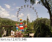 Купить «Колесо обозрения на фоне горного пейзажа», фото № 2673346, снято 14 июля 2011 г. (c) Tati@art / Фотобанк Лори
