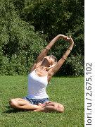 Купить «Девушка выполняет гимнастическое упражнения на траве», фото № 2675102, снято 21 июля 2011 г. (c) Михаил Иванов / Фотобанк Лори