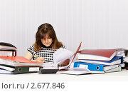 Купить «Бухгалтер готовится к финансовой проверке», фото № 2677846, снято 18 мая 2011 г. (c) pzAxe / Фотобанк Лори