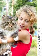 Купить «Девочка с котом», фото № 2682378, снято 10 июля 2011 г. (c) Юрий Викулин / Фотобанк Лори