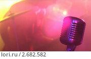 Купить «Микрофон, цветовые огни, рок-концерт», видеоролик № 2682582, снято 17 апреля 2009 г. (c) Юрий Пономарёв / Фотобанк Лори